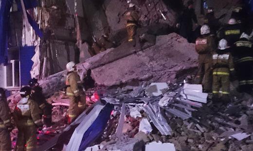 Число погибших под завалами казармы в Омске увеличилось до восьми
