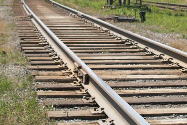 Мужчине отрезало ноги на железнодорожном перегоне в Хакасии