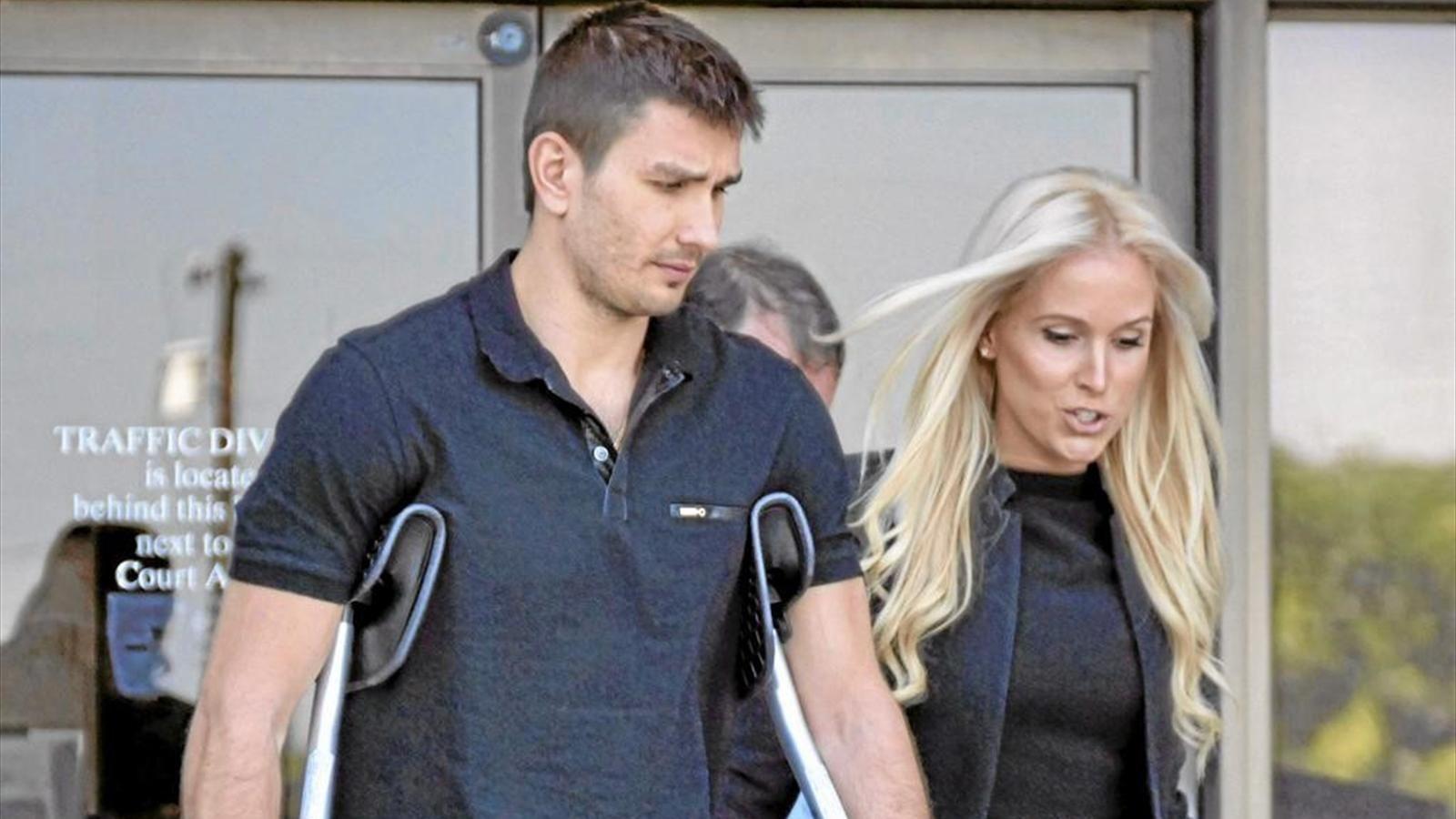 Бывшая девушка хоккеиста московского «Динамо» ткнула его ножом в порыве ревности