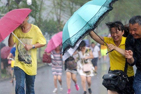 Жертвами тайфуна