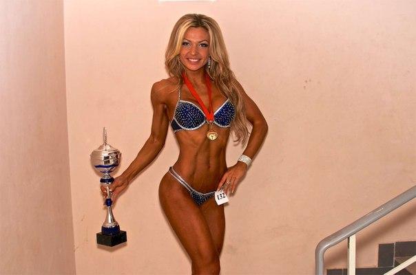 Чемпионка по фитнес-бикини через суд делит школу похудения с бывшими друзьями