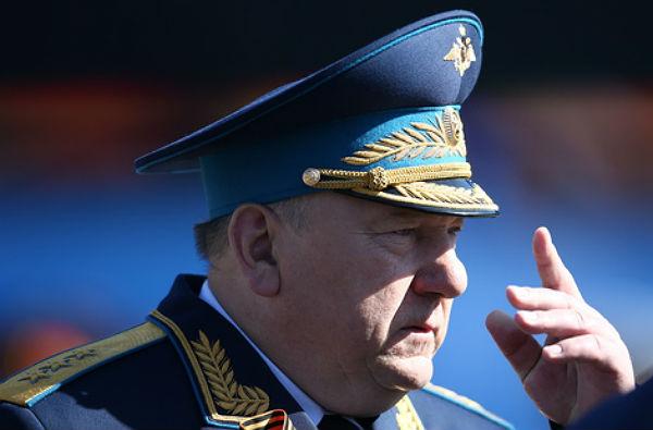 Шаманов пообещал улучшить инфраструктуру учебцентра ВДВ в Омской области