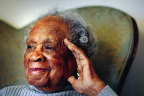 """110-летняя американка """"поклоняется"""" виски и пиву"""