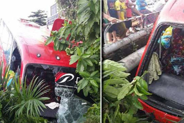 Автобус с туристами упал в реку в Малайзии