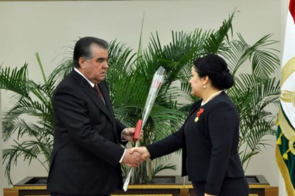 Эмомали Рахмон наградил свою дочь одним из высших орденов Таджикистана