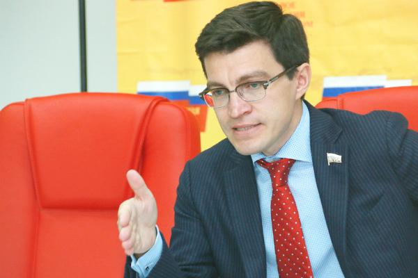 В Сургуте незаконно уничтожили баннер кандидата в губернаторы