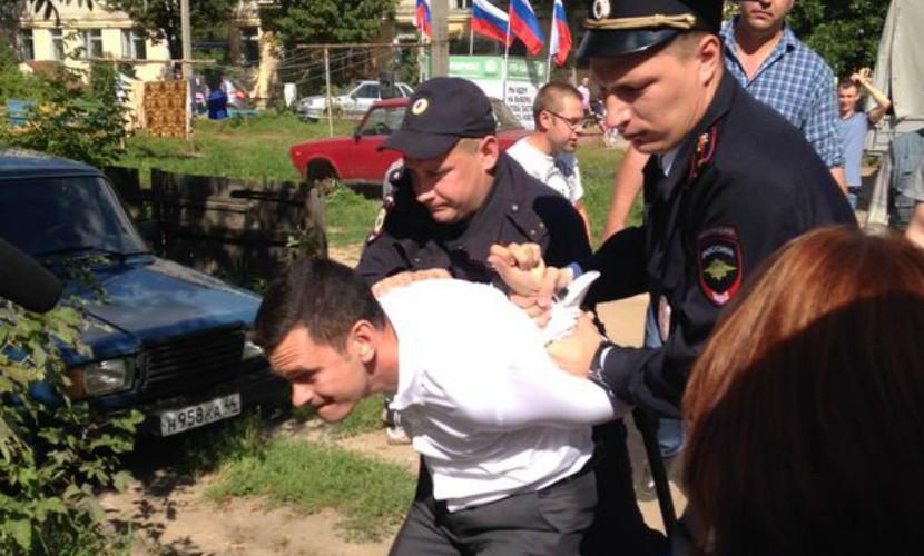 Илью Яшина задержала полиция на встрече с избирателями
