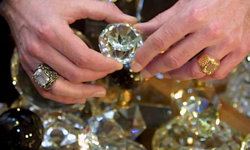 Госфонд драгметаллов обвинили в краже и подмене алмазов
