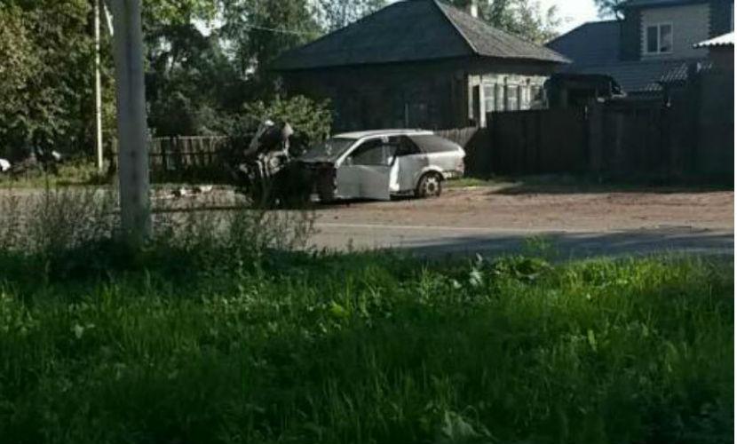 В разбившемся автомобиле обнаружили труп девушки и юношу в багажнике