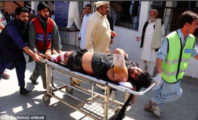 12 человек погибли, 20 ранены в ДТП в Пакистане