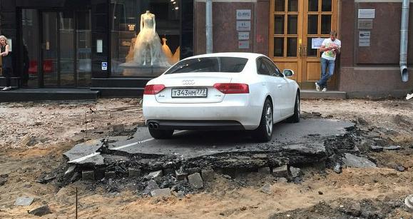 Владелец Audi более суток оставался в плену у дорожников в центре Москвы