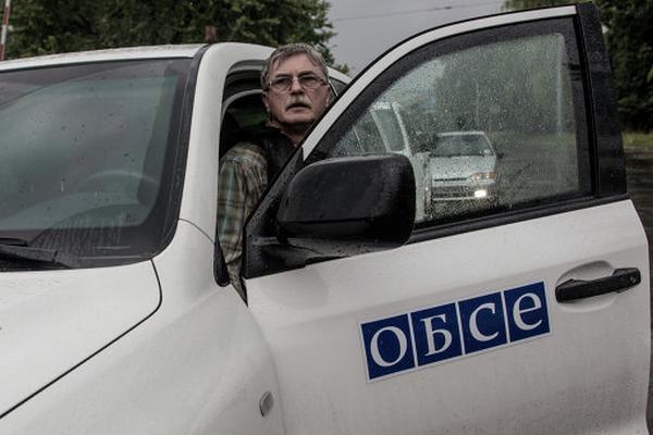 4 бронеавтомобиля ОБСЕ сожгли ночью в Донецке