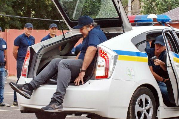 Саакашвили залез в багажник милицейского автомобиля во время учений