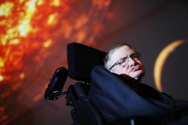 Стивен Хокинг представил свою новую теорию черных дыр