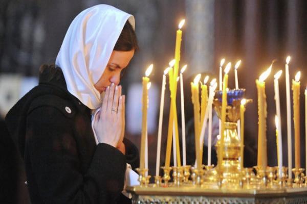 Россияне потребовали уважать чувства верующих