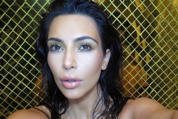 Беременная Ким Кардашьян шокировала своих подписчиков откровенным снимком