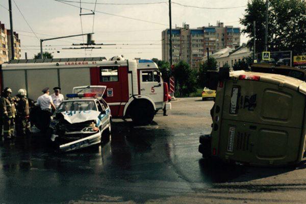 Машина ГИБДД столкнулась с инкассаторами в Смоленске