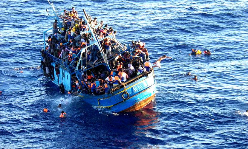 Судно с 500 мигрантами затонуло у берегов Ливии, более 30 человек погибло