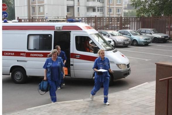 82-летнюю пенсионерку раздавило куском рухнувшей стены в Санкт-Петербурге