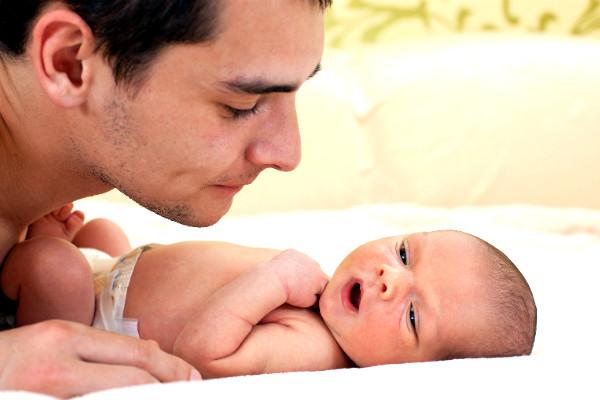 Мужчинам смертельно опасно становиться отцами до 25 лет, - ученые