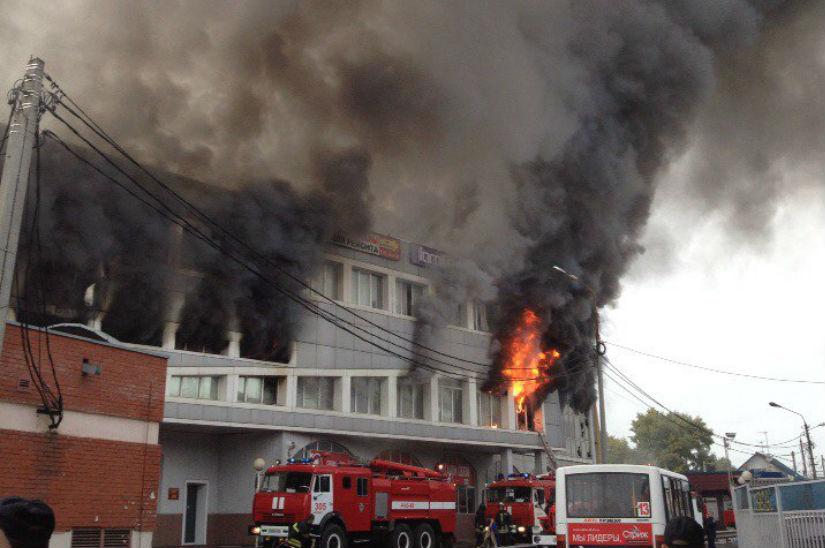 Площадь пожара в торговом комплексе Королева выросла в 7 раз