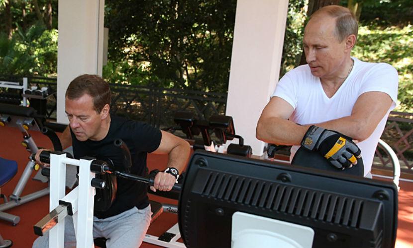 Песков рассказал, о чем Путин и Медведев говорили между тренировками в Сочи