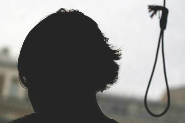 В Казахстане пара подростков покончила с собой, повесившись на дереве