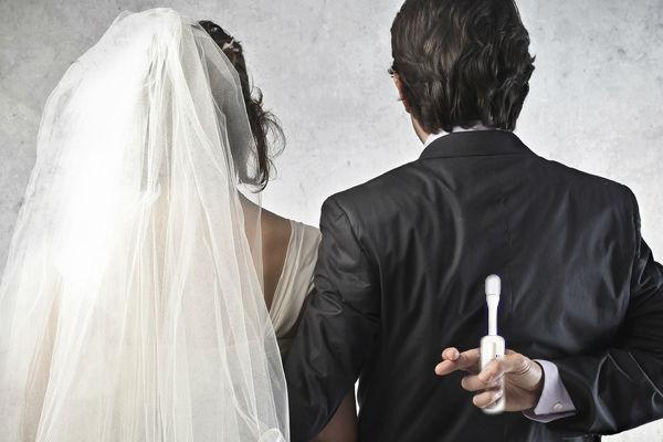 Жениха и невесту перед свадьбой нужно проверять на ВИЧ, - Госдума