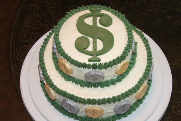 Таджик заплатит штраф в $633 за то, что угостил друзей тортом в свой день рождения