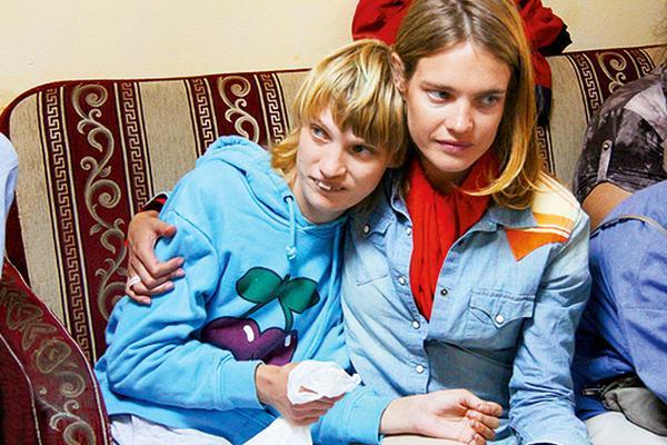 Выгнавший сестру Водяновой из кафе сотрудник задержан и допрашивается