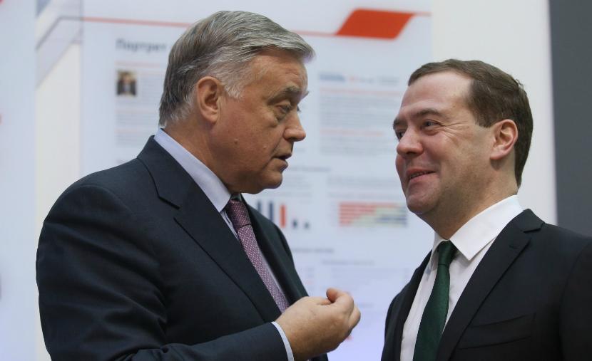 Медведев рассказал об уходе Якунина в Совет Федерации
