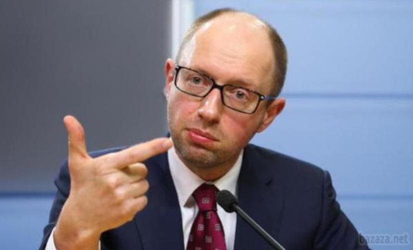 Яценюк: Украина перекрыла воздушное пространство для российских самолетов