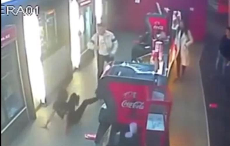 Сын чиновника избил и облил газировкой девушку в кинотеатре