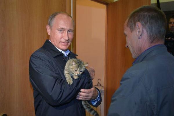 Путин пришел в дом к погорельцам в Хакасии