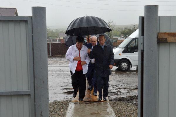 Путин под зонтом