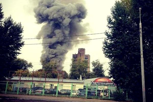 В столичном автосервисе произошло крупное возгорание