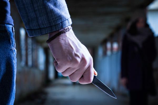 Бомж ранил ножом 14-летнего школьника в Москве