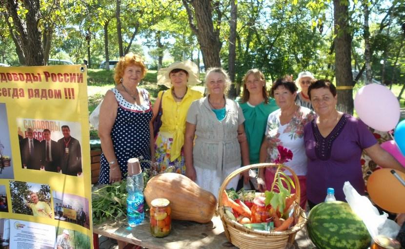 Справороссы организовали праздник урожая в Петербурге