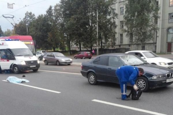 В Петербурге погиб ребенок под колесами BMW, которым управлял 18-летний водитель