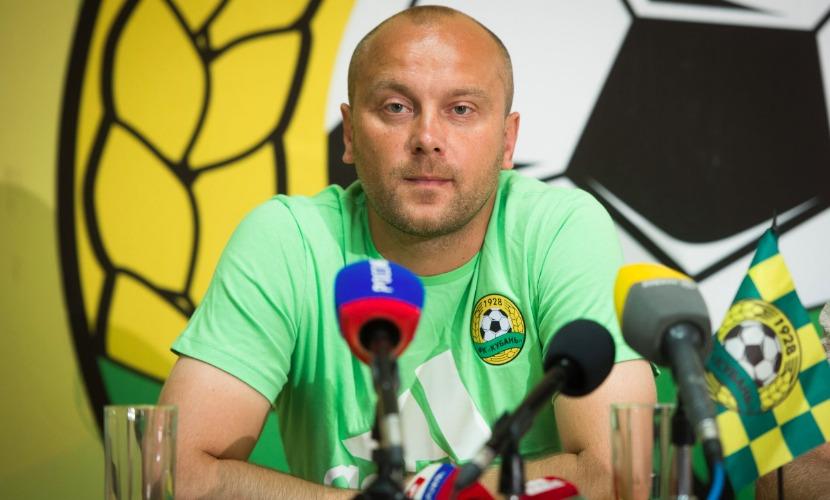 Дмитрий Хохлов уволен с поста главного тренера ФК