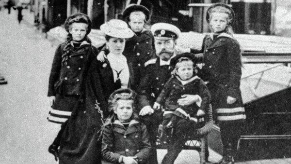 Следователи эксгумировали останки императора Николая II и его супруги