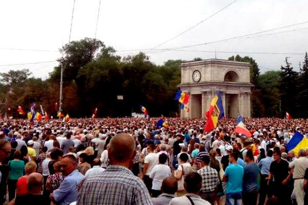 Власть в Молдавии пытается отделаться от протестующих обещаниями