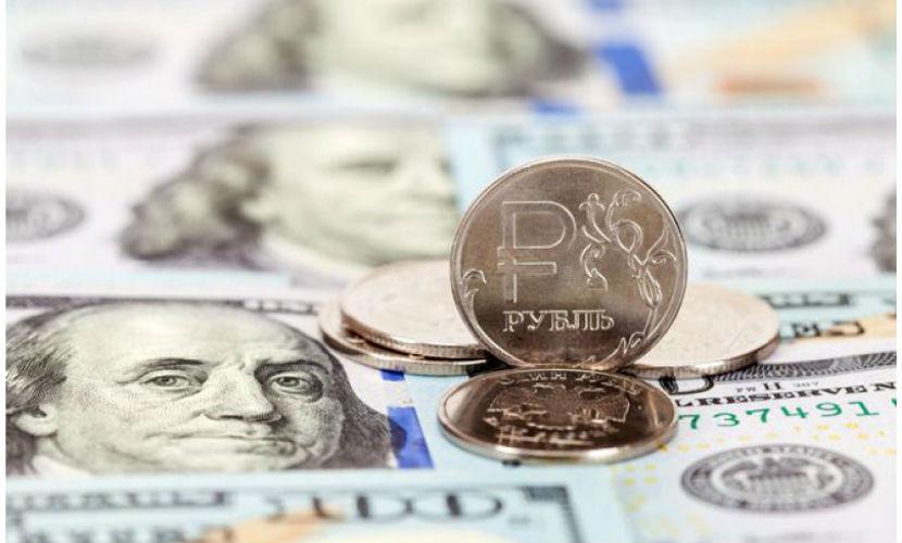 Рубль проигнорировал падение цен на нефть