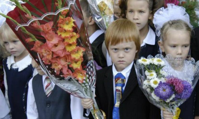 Олег Нилов предложил дарить учителям 1 сентября саженцы и цветы в горшках