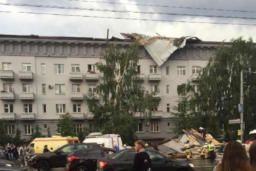 Девять человек пострадали во время урагана в Казани