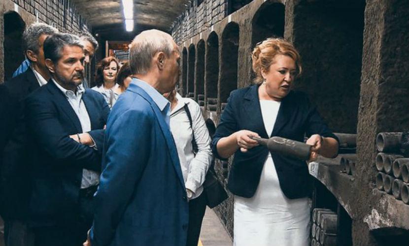 Вино, распитое Путиным и Берлускони в Крыму, продают за миллион евро