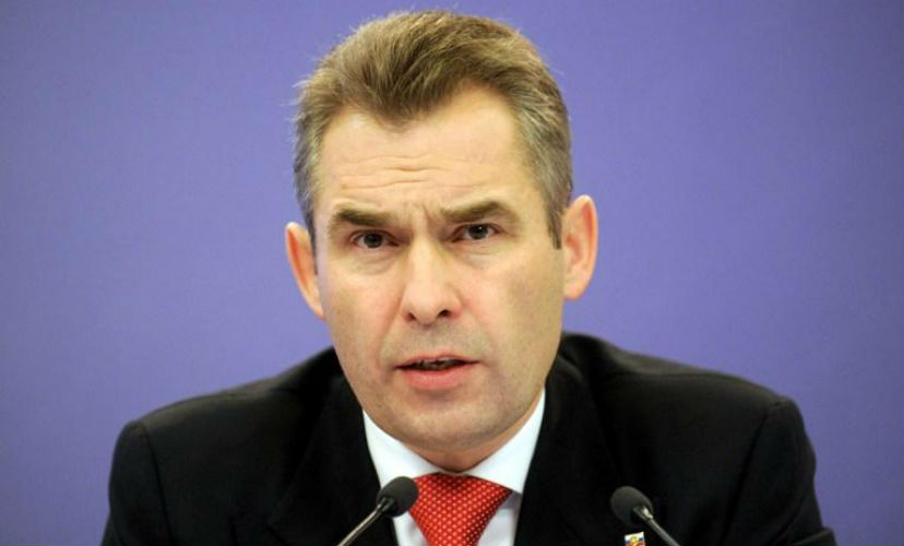 Астахов сообщил о 12 запертых в автомобилях детях