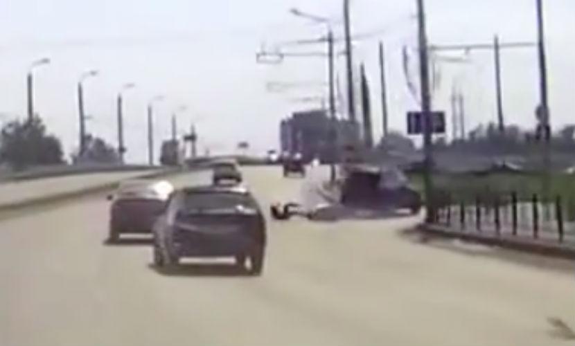 Сбивший мотоциклиста и уехавший водитель был заснят ведиорегистратором