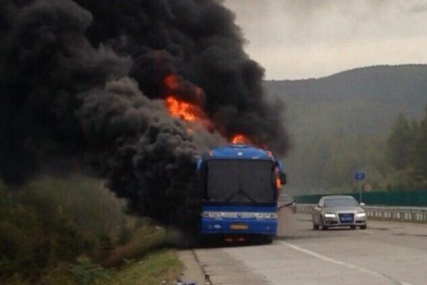 В Китае сгорел российский туристический автобус
