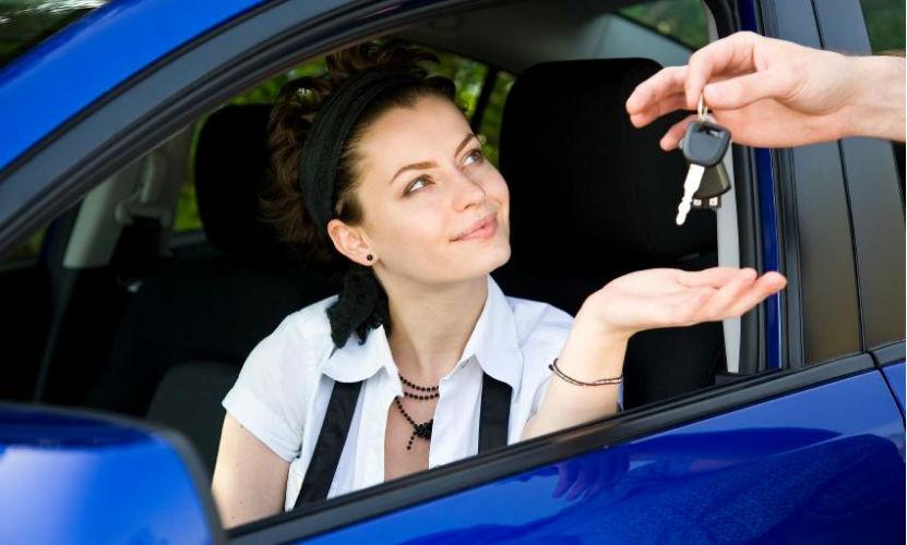 Продажи автомобилей в России упали на 45%